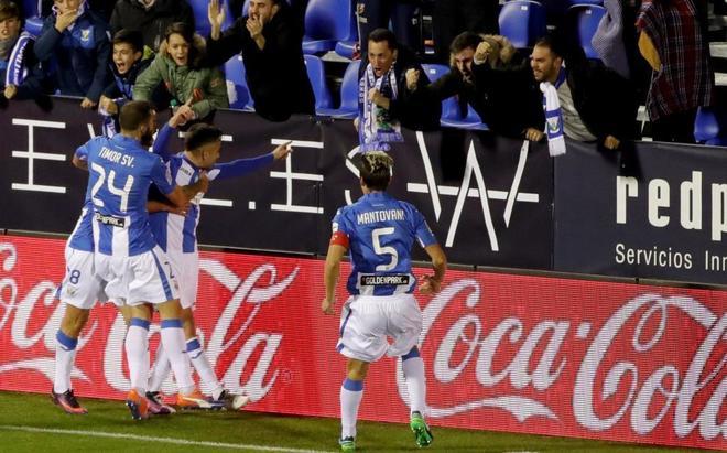 Jugadores del Leganés celebran un tanto del equipo.