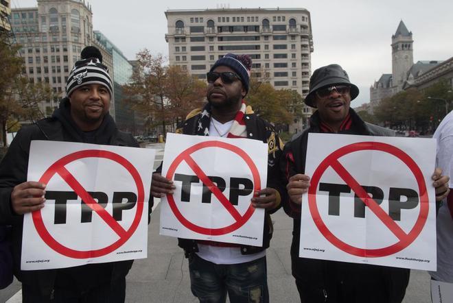 Manifestantes protestan en Washington contra el Acuerdo Transpacífico (TPP) .