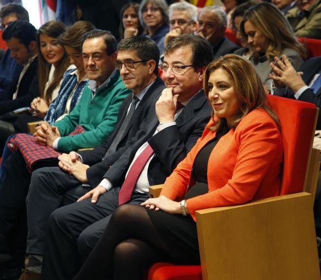 De dcha. a izqda., Susana Díaz, Guillermo Fernández Vara, Patxi...