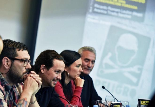 Pablo Iglesias, con el diputado Diego Cañamero y los autores del...