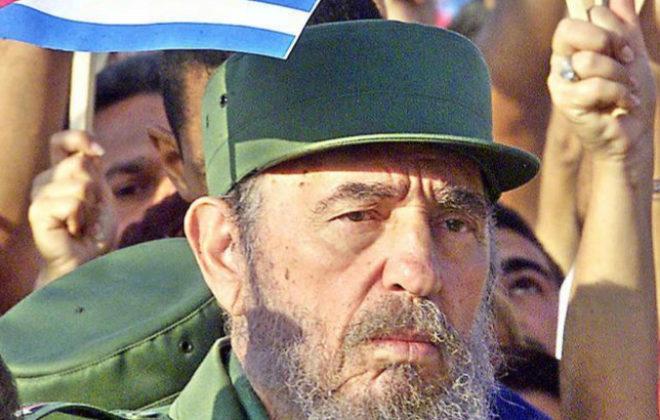 Fidel Castro, durante su participación en una marcha en La Habana en...