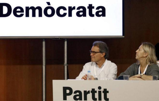 Artur Mas y Neus Munté en la primera reunión de su primer consell nacional, en Barcelona.