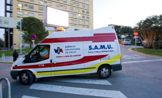 Una ambulancia del SAMU frente a la vieja Fe.