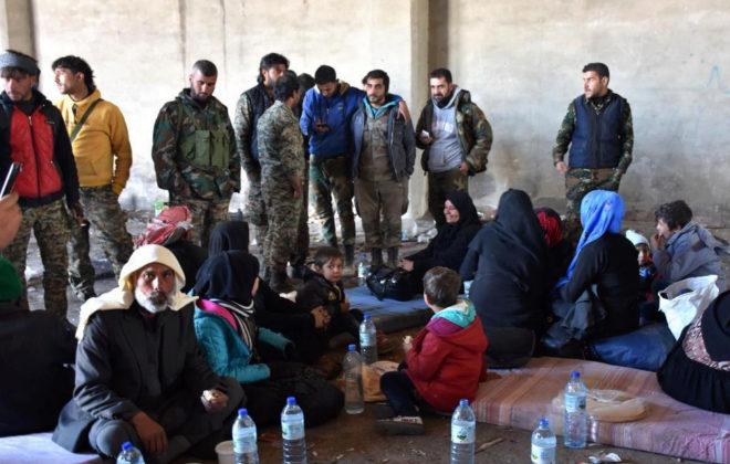 Familias sirias desplazadas en las últimas horas en Alepo