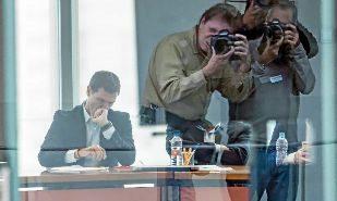 Albert Rivera consulta su tableta en la sede de Ciudadanos durante el...