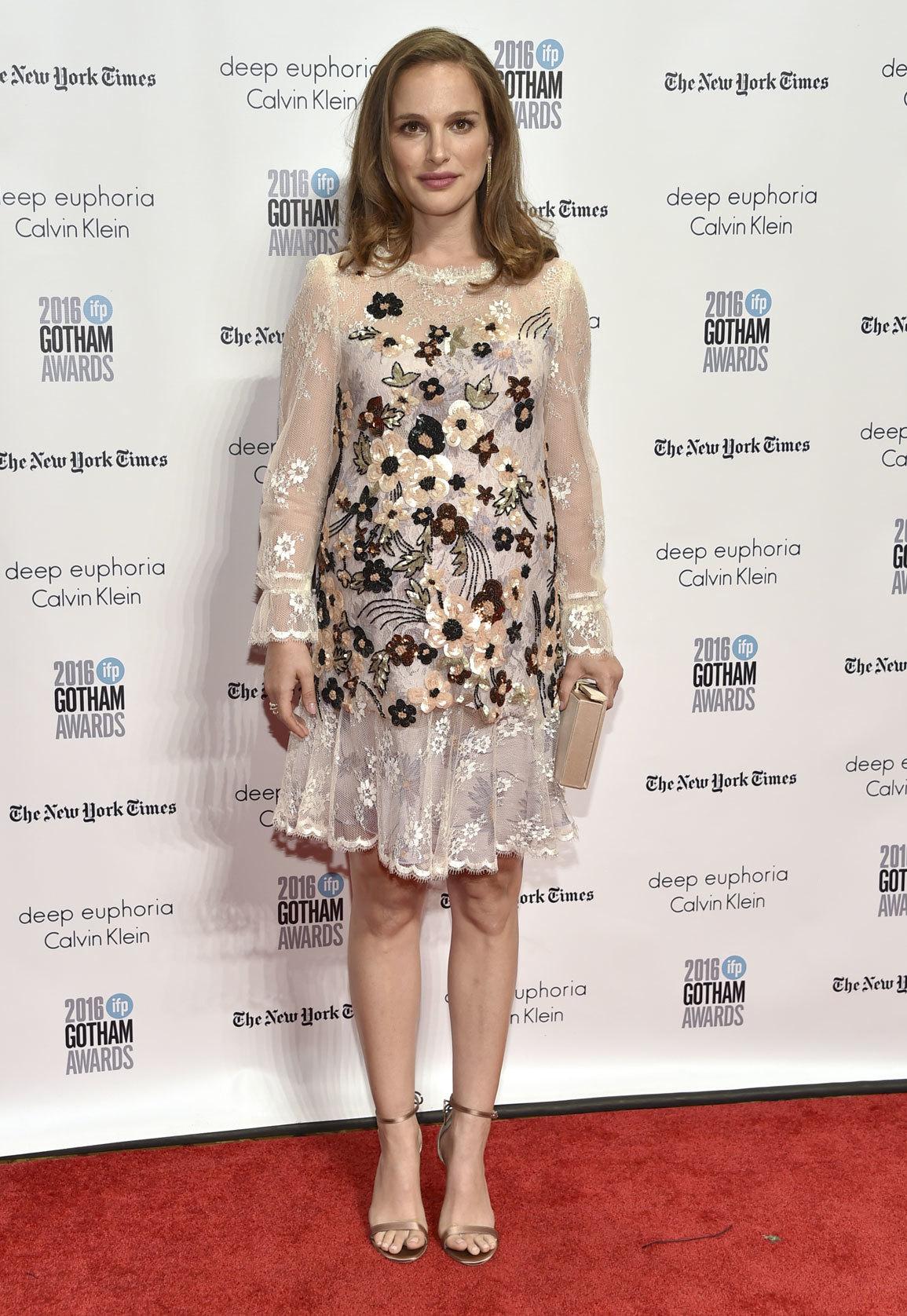 La actriz puso el toque más dulce con este vestido de Rodarte.