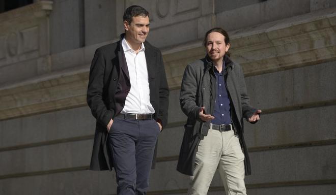 Pedro Sánchez con el líder de Podemos, Pablo Iglesias, en el Congreso de los Diputados, el pasado mes de marzo.