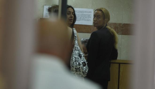 Carmen Rodríguez (dcha.), a su entrada en la Audiencia Nacional, en una imagen de 2012.