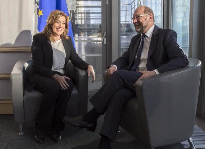 Susana Díaz, con el presidente del Parlamento Europeo, Martin Schulz,...