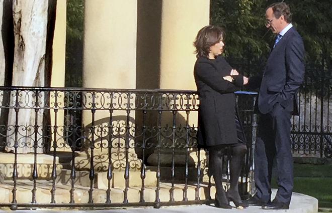 Santamaría charla con Alonso junto al viejo roble.