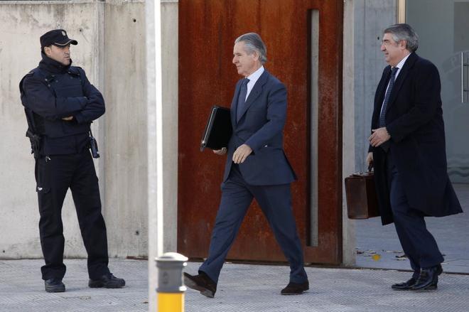 El ex presidente de Caja Madrid, Miguel Blesa, a la salida de la...