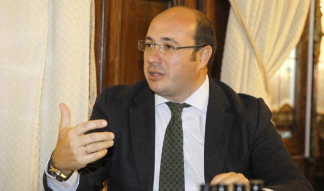 El presidente de Murcia, Pedro Antonio Sánchez, en una reunión en el...