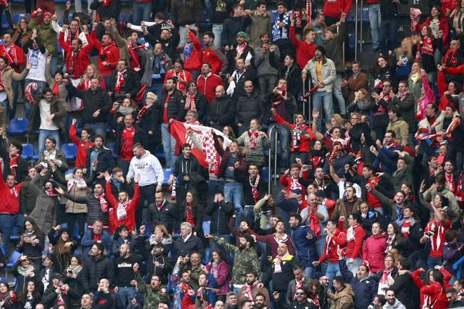 Detalle de la afición del Sevilla FC en un partido.