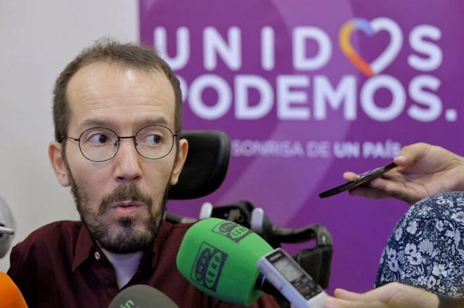 El secretario de Organización de Podemos, Pablo Echenique, atiende a los medios en un reciente acto del partido en Las Palmas de Gran Canaria.