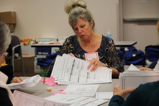 Recuento de votos en Kenosha, Wisconsin, el pasado viernes.