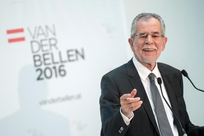 El candidato Alexander Van der Bellen en un mitin durante la campaña electoral.