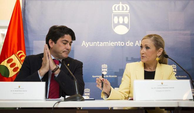 David Pérez, alcalde de Alcorcón, en una comparecencia con Cristina Cifuentes.
