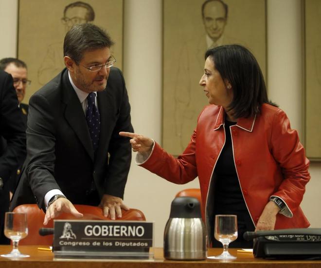 Rafael Catalá, con Margarita Robles, presidenta de la Comisión de...