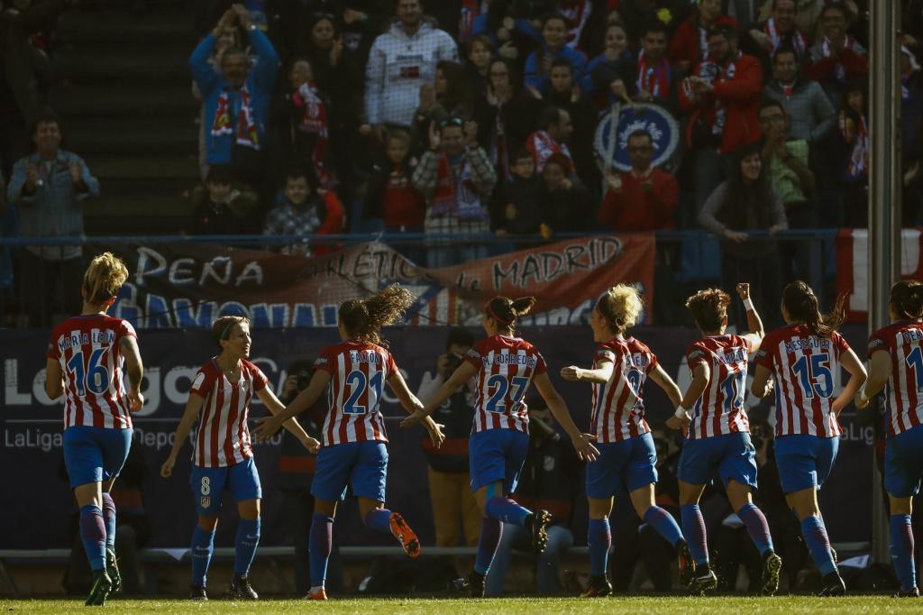 El Vicente Calderón se convirtió en una fiesta del fútbol femenino...