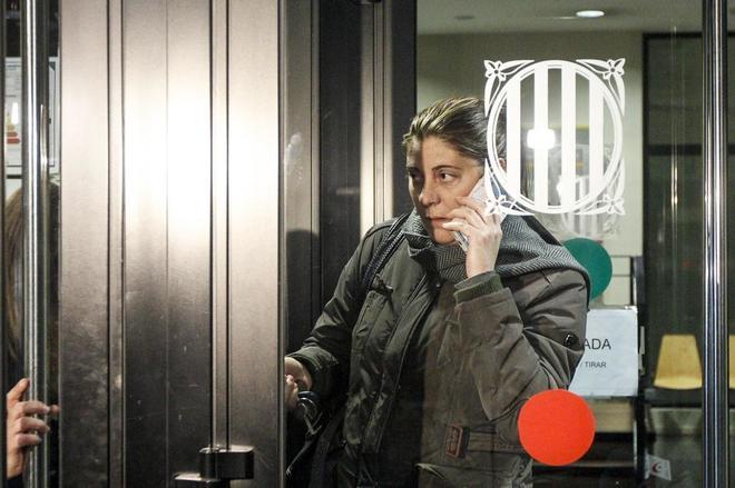Marga Garau, la madre de Nadia, sale de los Juzgados después de su declaración.