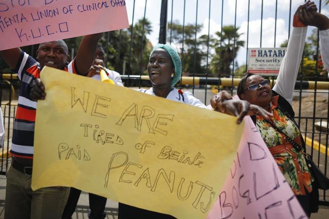 Enfermeras kenianas en una manifestación para demandar subidas salariales y mejoras en las condiciones laborales en  Kenia.