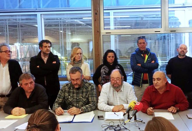 Los junteros alaveses de Podemos Javier Bizarro, Daniel Trujillano, Juanjo Celorio y Koldo Martín, ayer.
