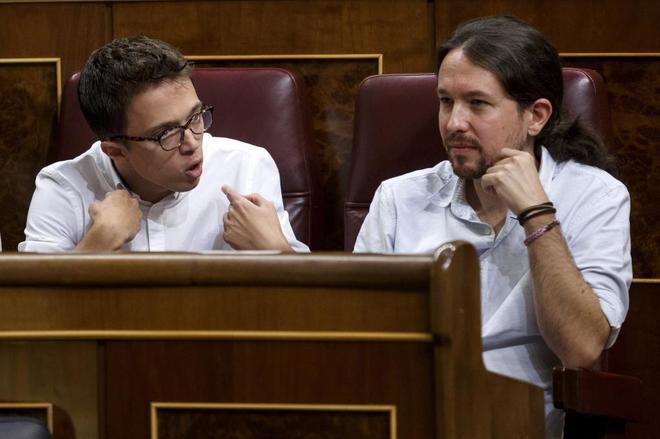 Íñigo Errejón junto a Pablo Iglesias en el Congreso.