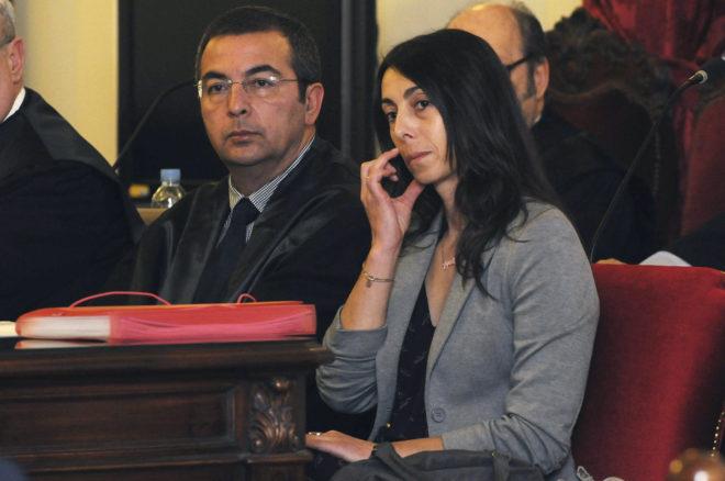 La policía local y acusada, Raquel Gago, durante el juicio en León