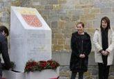 La presidenta de Navarrra, Uxue Barkos, junto a la presidenta del...