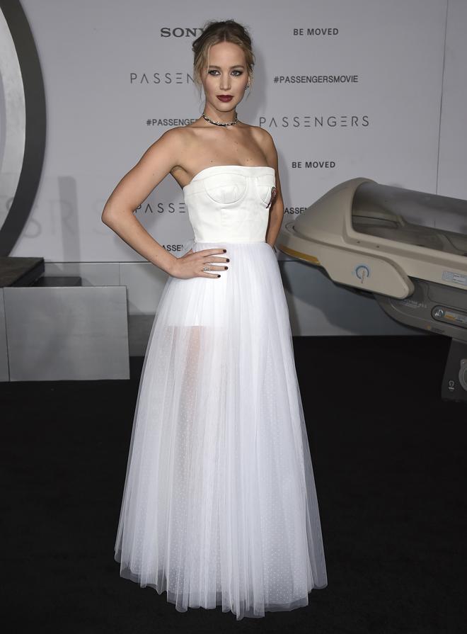 La actriz, en el estreno de 'Passengers' en Los Angeles, con vestido...
