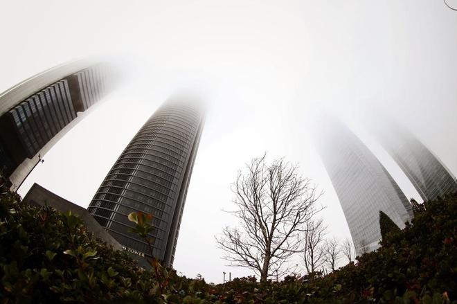 Vista de las cuatro torres (Madrid), parcialmente cubiertas por la...