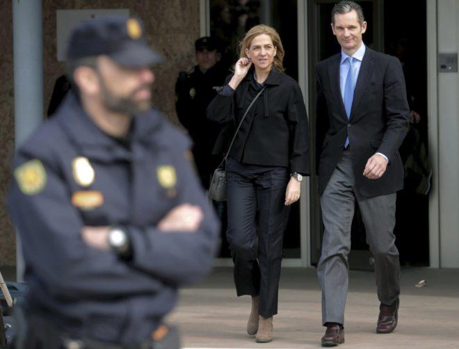 La Infanta Cristina abandona junto a su marido, Iñaki Urdangarín, la...