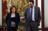 Antonio Hernando y Soraya Sáenz de Santamaría, esta mañana en el...