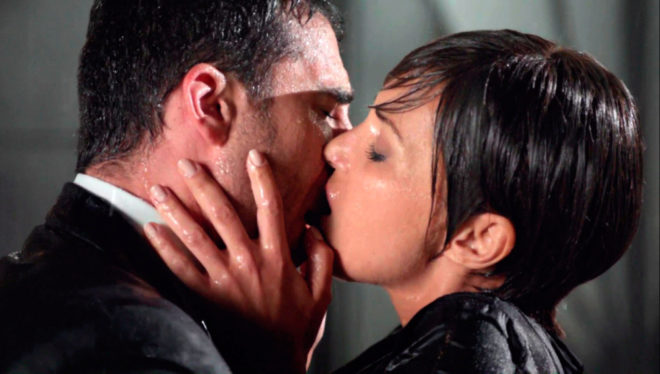 Miguel Ángel Silvestre y Paula Echevarría, en 'Velvet'.
