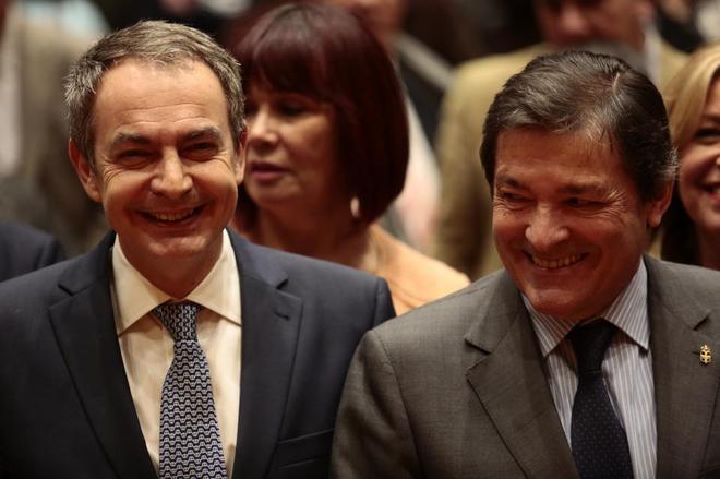 José Luis Rodríguez Zapatero, esta mañana en el Congreso con el presidente de la Gestora del PSOE, Javier Fernández.
