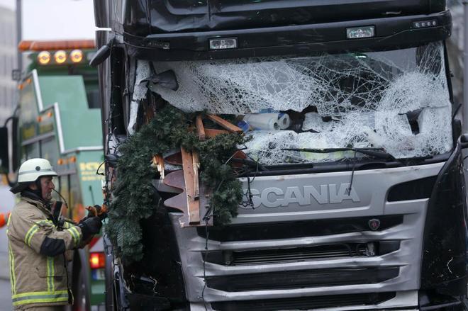 Fotografía del camión que se utilizó para el ataque.
