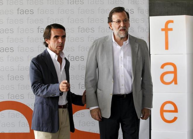 José María Aznar y Mariano Rajoy, en la clausura del Campus Faes en verano de 2015.