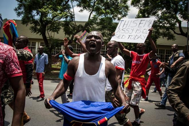 Un manifestante congolés durante las protestas en contra del presidente, Joseph Kabila.