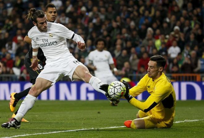 Bale, junto a Rico, en el duelo de Supercopa de Europa entre Madrid y Sevilla.