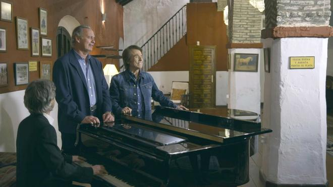 Bertín Osborne canta con Raphael, en 'Mi casa es la tuya'.