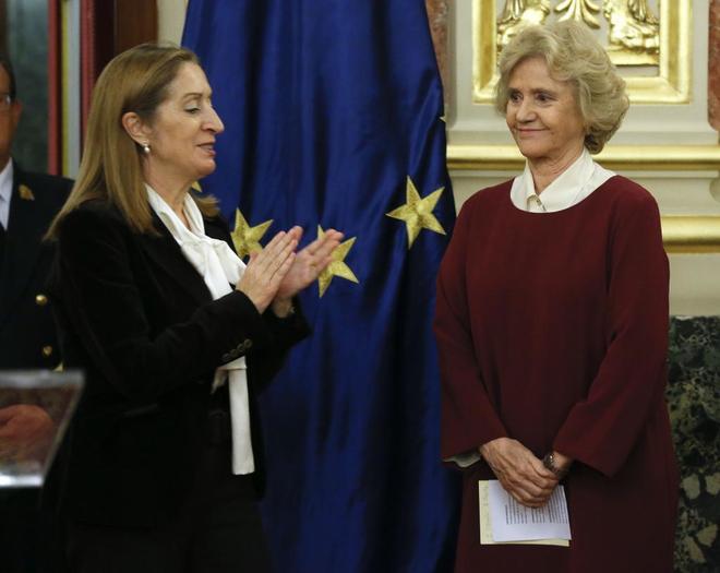 Ana Pastor y Soledad Becerril, durante el acto de entrega del II...