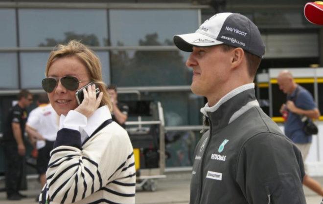 Michael Schumacher, junto a su mánager Sabine Kehm.