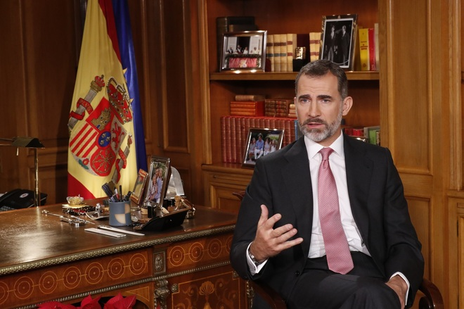 Felipe VI, en su despacho del Palacio de La Zarzuela durante su...