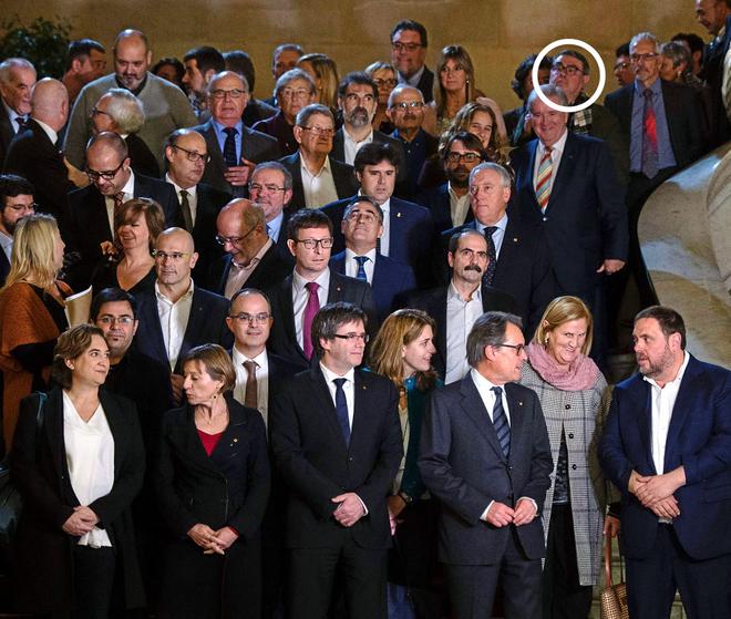 Foto de familia de los asistentes a la cumbre del referéndum, con la...