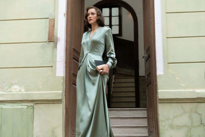 Marion Cotillard en  un fotograma de la película 'Aliados'.