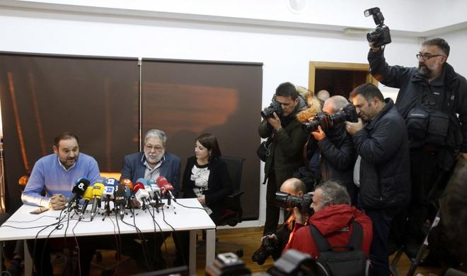 José Luis Ábalos, Francisco Toscano y Adriana Lastra, en la rueda de...
