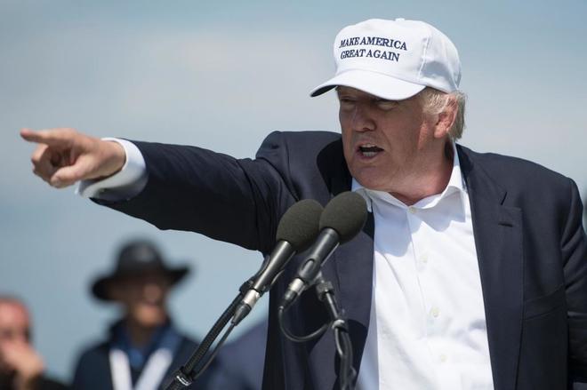 Trump en un discurso en la inauguración de su hotel Trump y su campo de golf en Escocia.