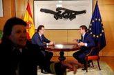 Mariano Rajoy y Albert Rivera conversan en una de las estancias del...