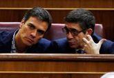 Pedro Sánchez y Patxi López, en el Congreso después de la dimisión...