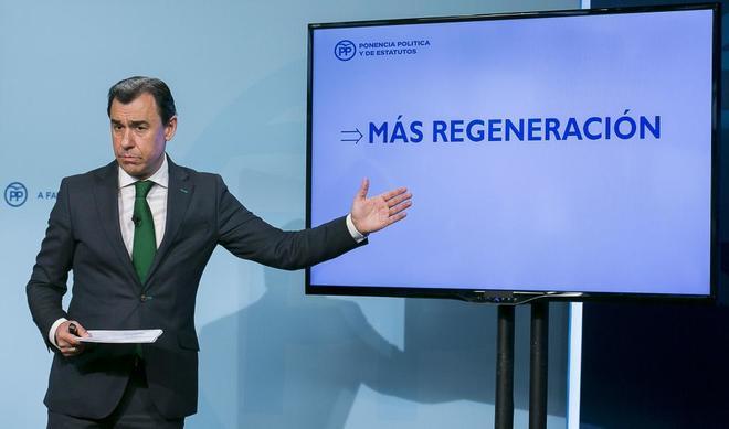 Fernando Martínez-Maillo, en la presentación de la ponencia...